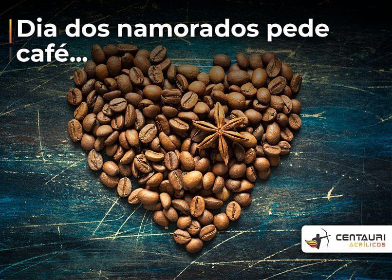 coração feito de grãos de café