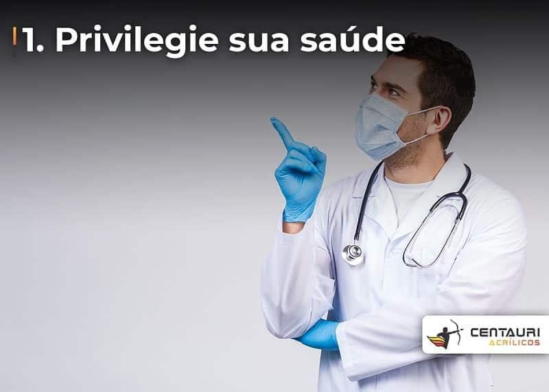 pessoa vestida de agente de saúde