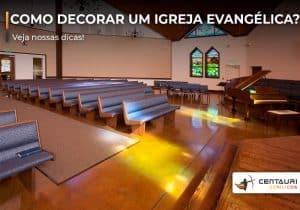 Igreja evangélica por dentro visto do altar