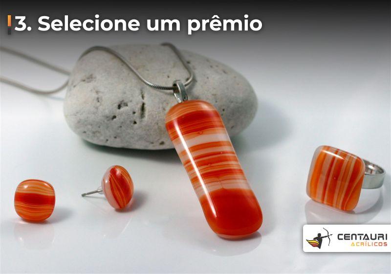Conjunto de brinco e colar com pedras avermelhadas