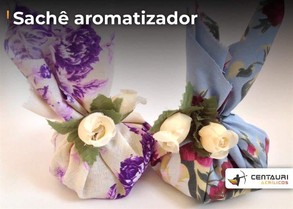 sache de aromatizante com estampado de flores