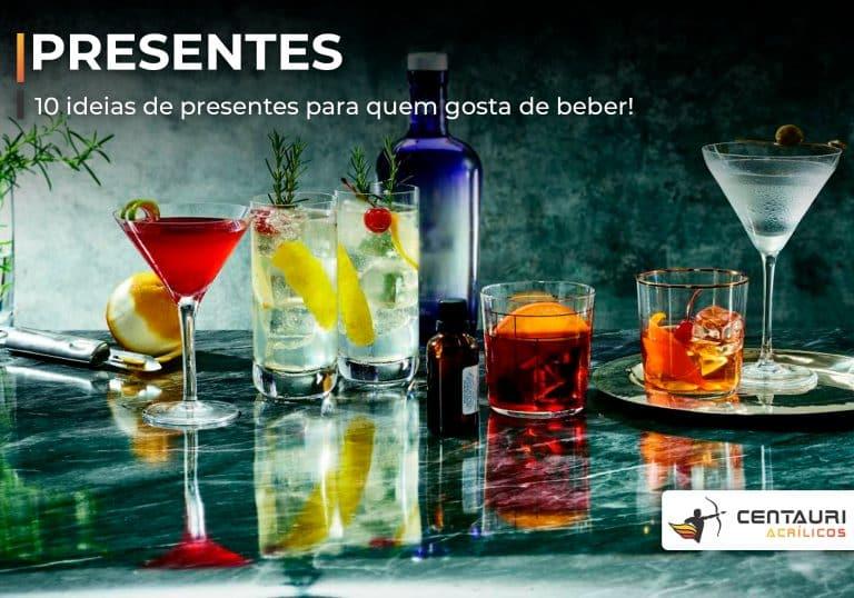 taças e copo de drinks sobre mesa