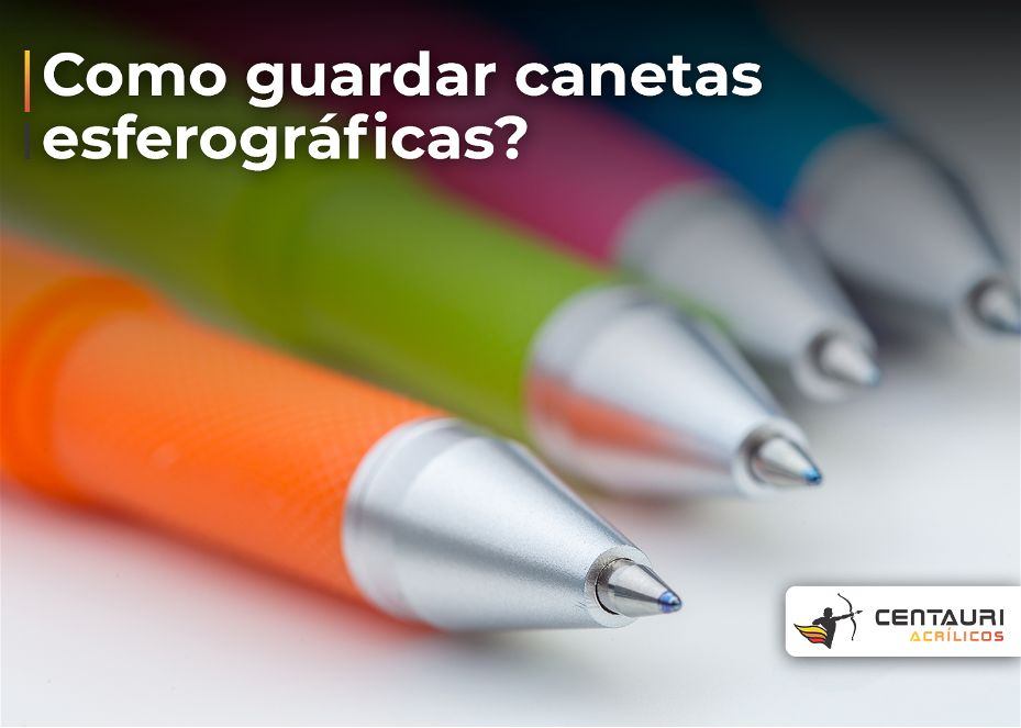 Foto com com foco de quatro canetas coloridas