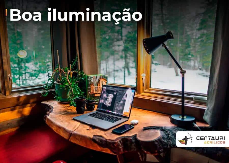 home office num estilo mais rustico em tons amarronzados