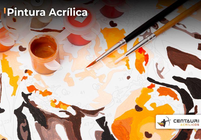 Pincel e potinho de tinta acrílica sobre pintura