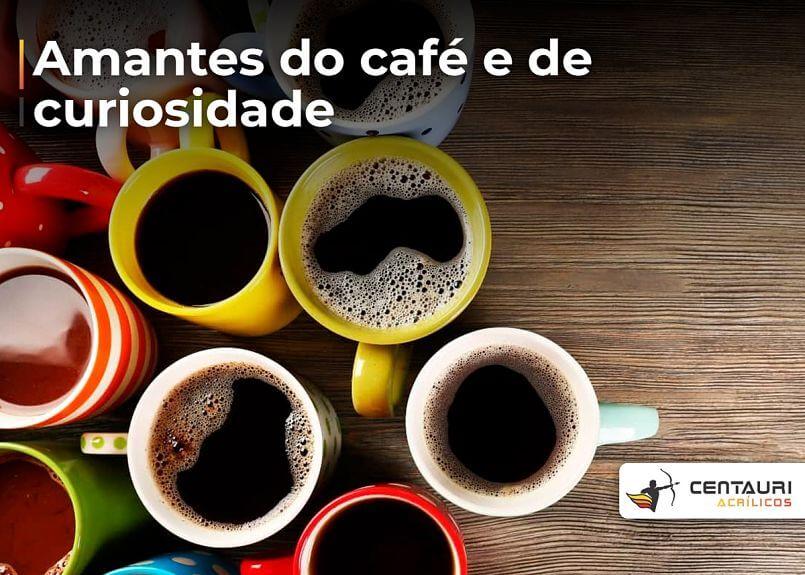 canecas coloridas com café