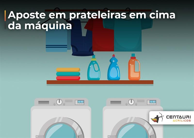 Desenho de lavanderia com prateleiras sobre máquina de lavar para guardar os produtos de limpeza e pendurar as roupas