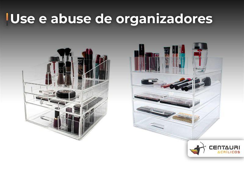 organizadores de acrílico com maquiagem
